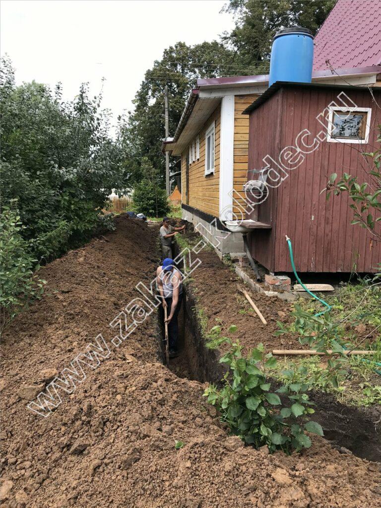 выкопать траншею под канализацию от дома к септику