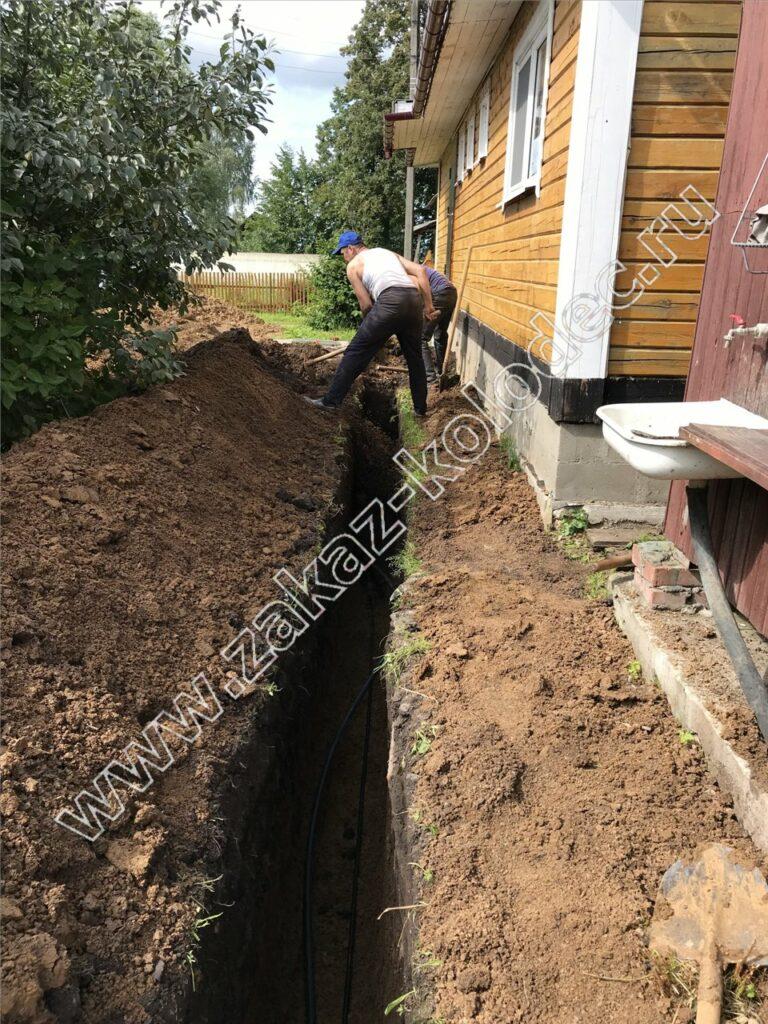 как выкопать тарншею под канализацию от дома к септику