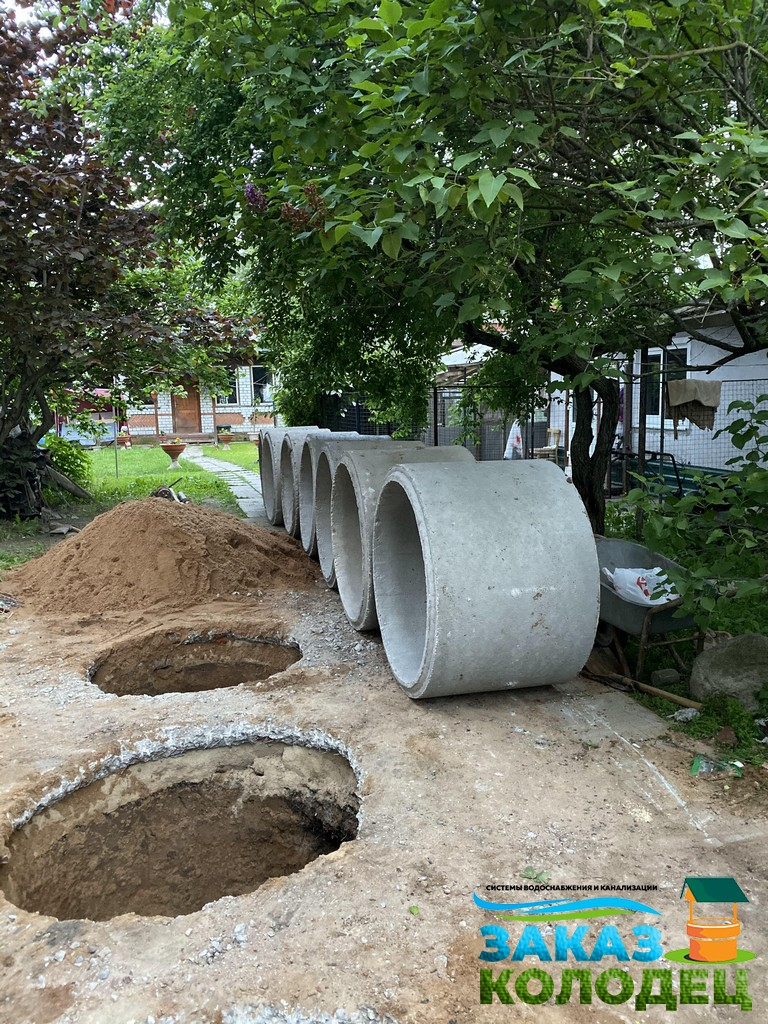 монтаж колец в шахту бетонного септика - процесс
